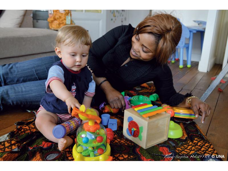 aide aux m res aide aux m res de famille garde d 39 enfant a domicile. Black Bedroom Furniture Sets. Home Design Ideas